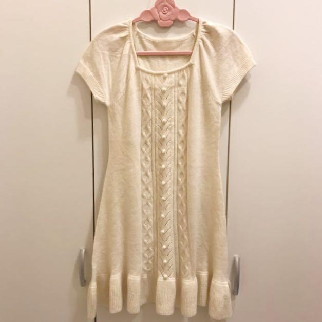 超柔軟白色短袖毛衣洋裝