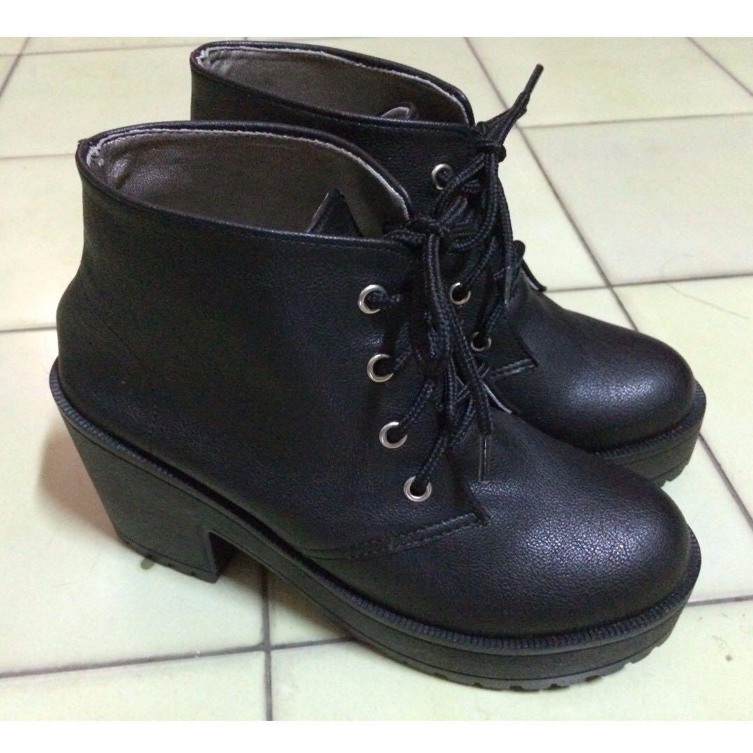 台灣製輕量厚底黑短靴 35號(22.5)