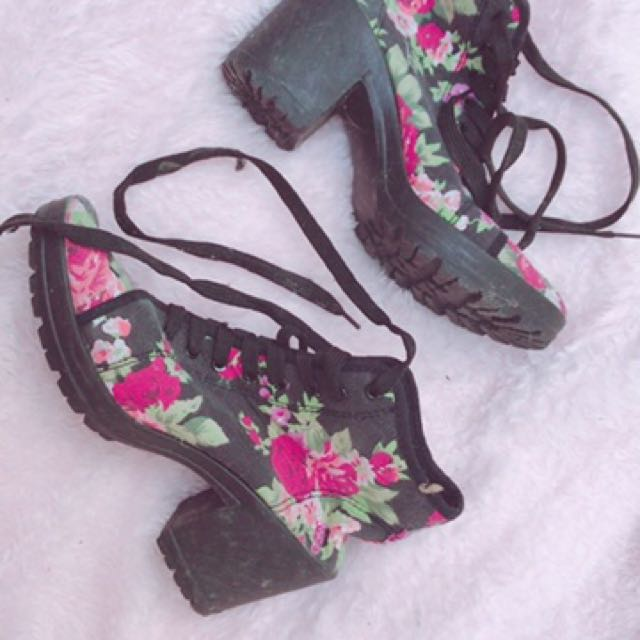 Black Rose Pattern Shoes