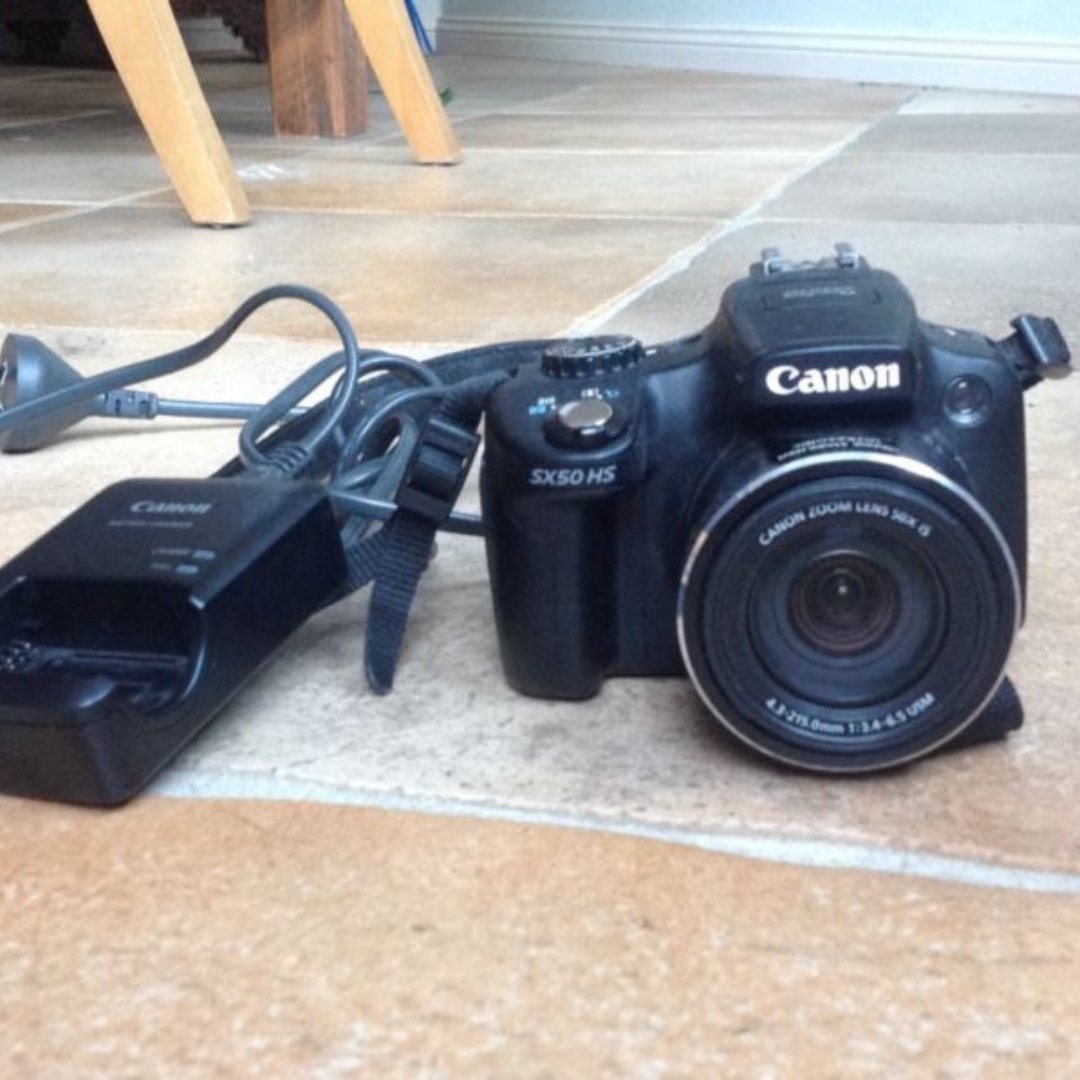 Canon SX50 HS with charger, fantastic condition