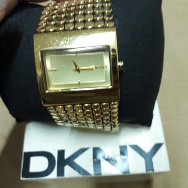 DKNY金色手錶