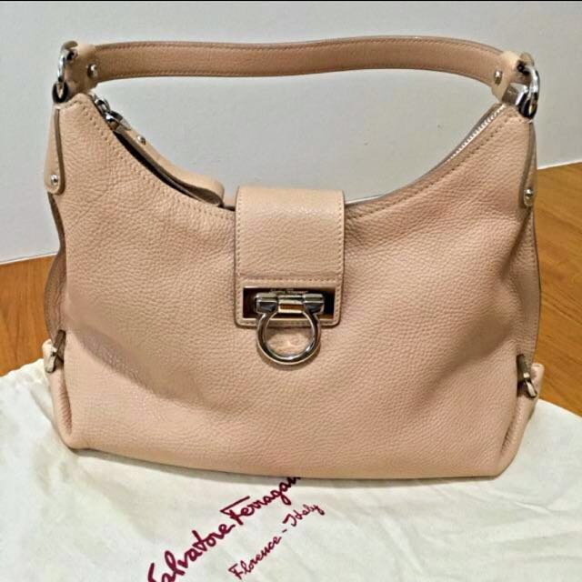 8cf411720a Don t miss!💜Salvatore Ferragamo Fanisa Hobo Handbag Bag
