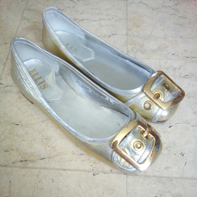 Flat silver n gold shoes size 6-61/2