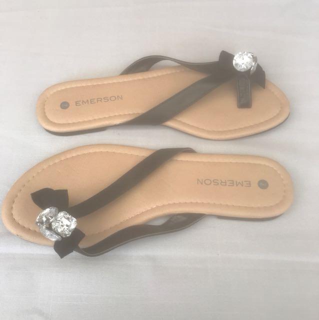 Flat thongs