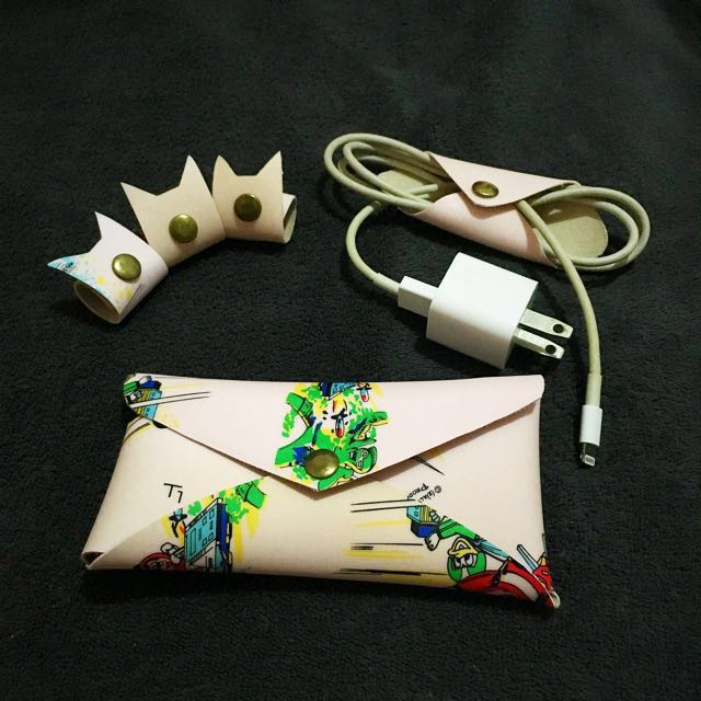 Iphone 5/SE Pouch, 3 Kitten Cable Holders, plus free cable holder