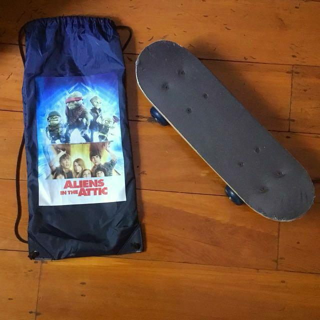Kids children's skateboard -Aliens in the Attic