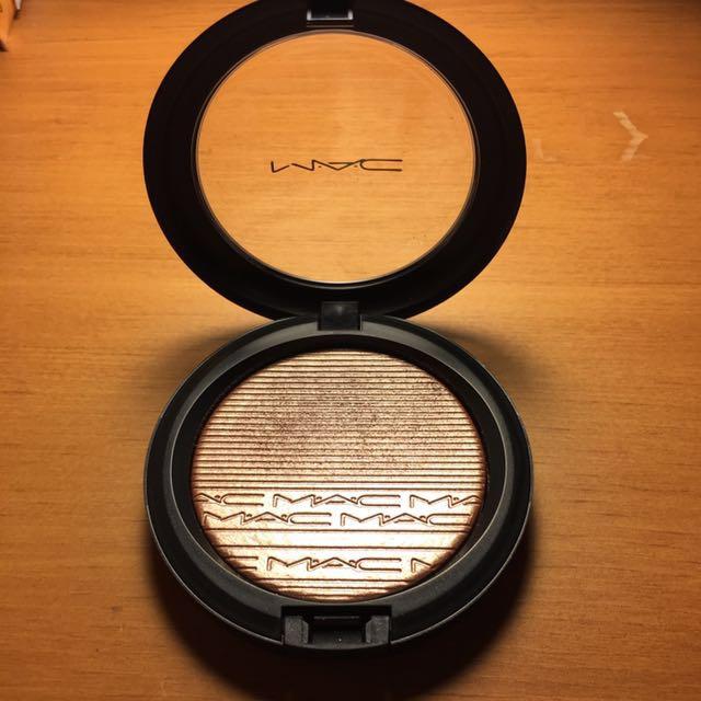 MAC Superb Extra Dimension Skinfinish Highlight