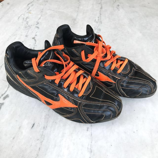 Mizuno Black & Orange Baseball Shoes [SIZE 39]