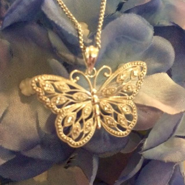 New 9ct white gold butterfly necklace