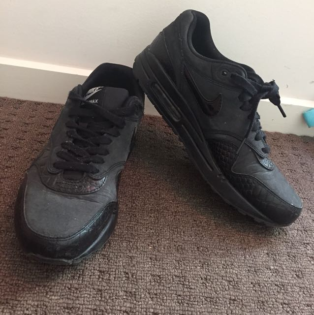 NIKE Black airMax sneakers