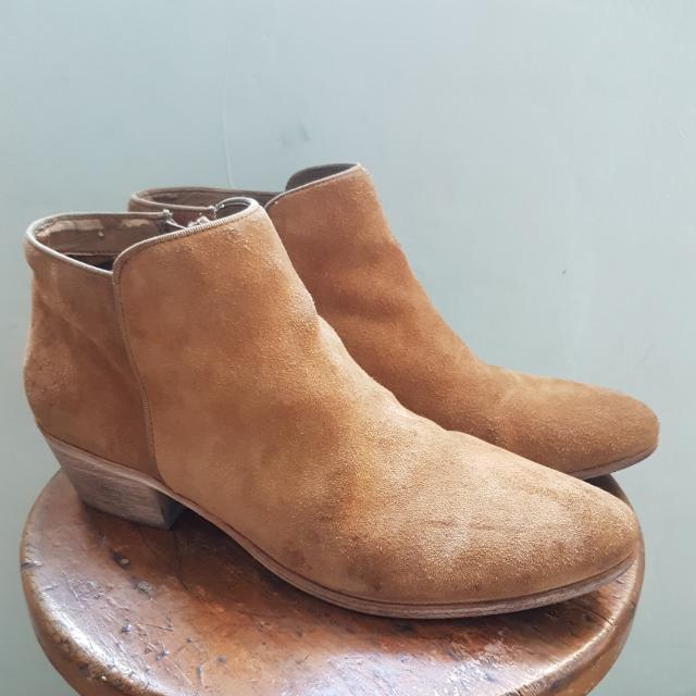 SAM EDELMAN CHELSEA SUEDE BOOTIES US9. SIGNS OF USE NO BOX 150SF