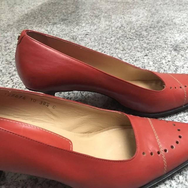 Sepatu heels aigner