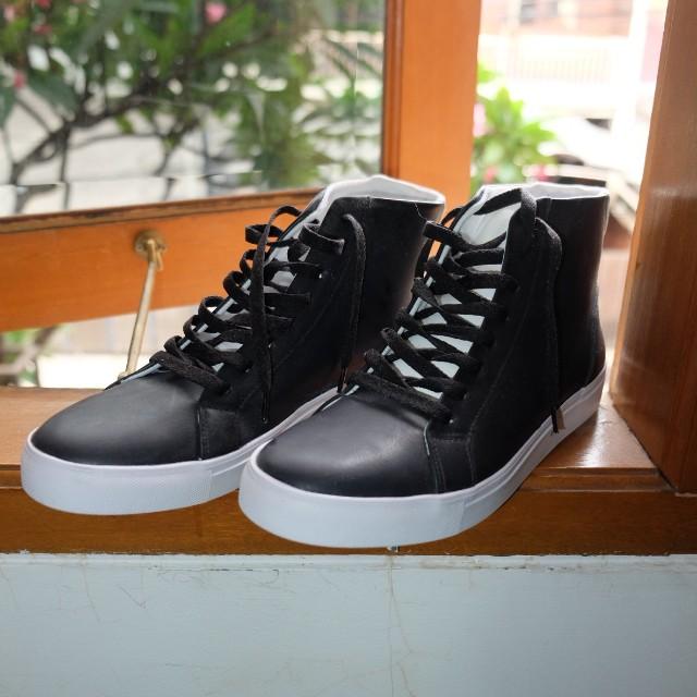 Sepatu Zalora pria warna Hitam