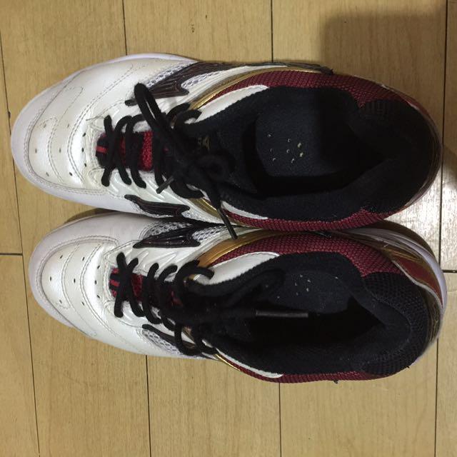 Sports shoes (mizuno) rush!