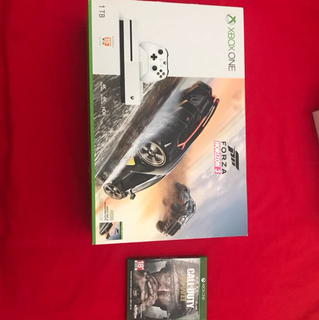 Xbox S 1 TB Great Condition (Used for only 1 month)