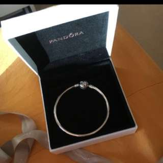 Limited Edition Pandora Bangle Size 17 bow