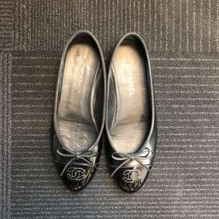 Chanel black patent leather ballet flats in size 39.5