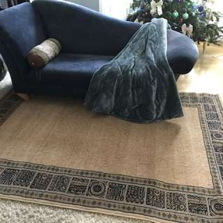 Good Quality Area Rug (160x230 cm / 63x90 inches) - IN NEW CONDITION