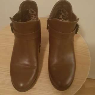 Brown Boots size 8