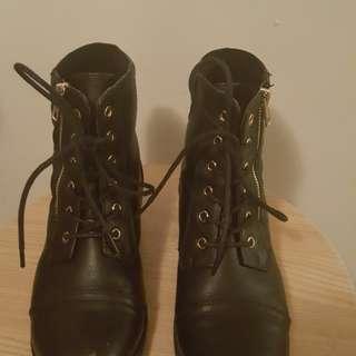 black boots size 8