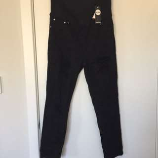 Boohoo.com.au - size 16 black maternity jeans with ripped effect!
