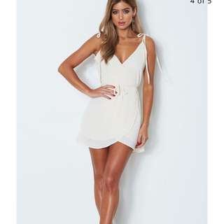 WHITE FOX BOUTIQUE CREAM DRESS BRAND NEW