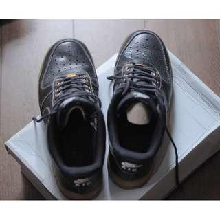 Nike Air Force One Black / Gum