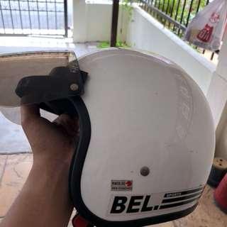 Helmet bell putih