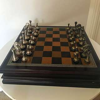 "Metal Chess Set With Deluxe Wood Board and Storage - 2.5"" King"