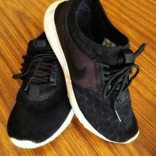 Nike Juvenate size US6