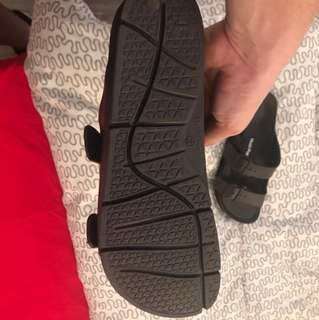 Size 11 Hush Puppies Sandals ( used only twice )