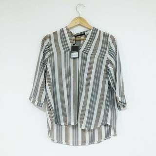 🚚 Queen shop 未拆吊牌 V領雪紡有點彈性直條紋襯衫
