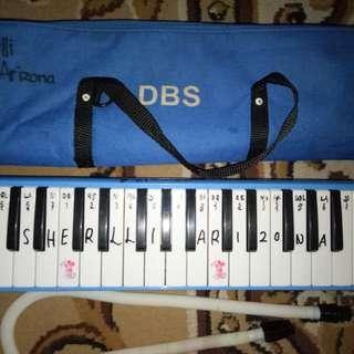 Pianika DBS biru