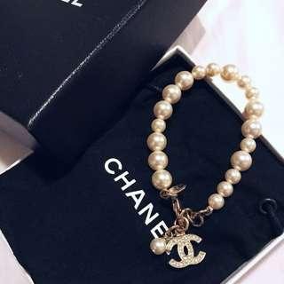 💝like new Chanel Pearl bracelet😀