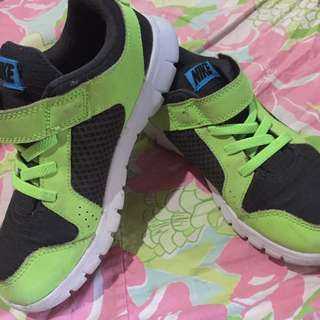 Rubber Shoes for Kid (Nike)