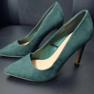 💚Forever 21 Moss Green Suede Heels💚