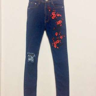 Embroidered High Waist Jeans (Forever 21, Zara, Topshop, H&M)