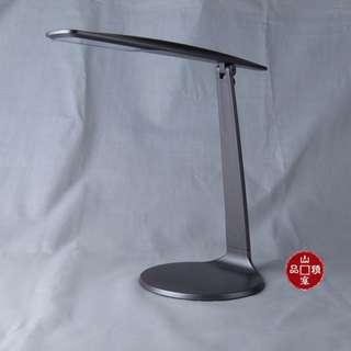 LED 充電檯燈 型格時尚燈體設計