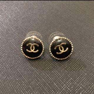 Chanel earring black gold 2017