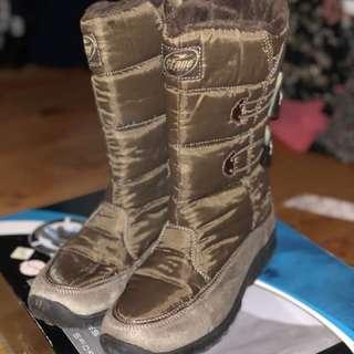 BNIB ladies ski boots