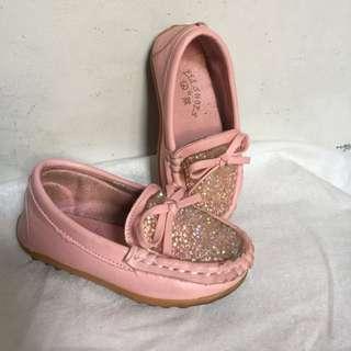 Sepatu fashion impor anak