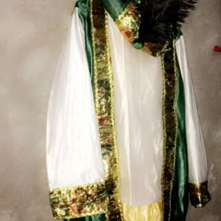 Indian costume size fit for 7-10 years old boy used once at school fare