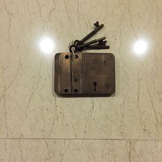 Yale door lock. Complete working set w/3keys