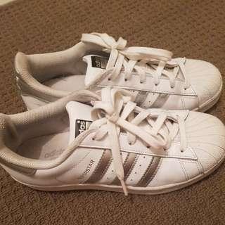 Addias superstar white