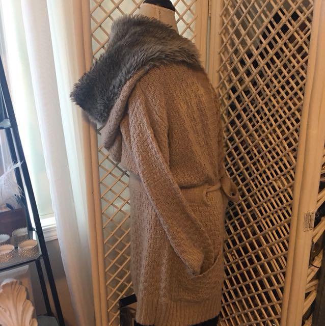 3/4 large hood fur sweater