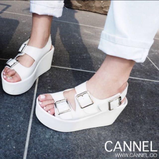 白色楔型涼鞋