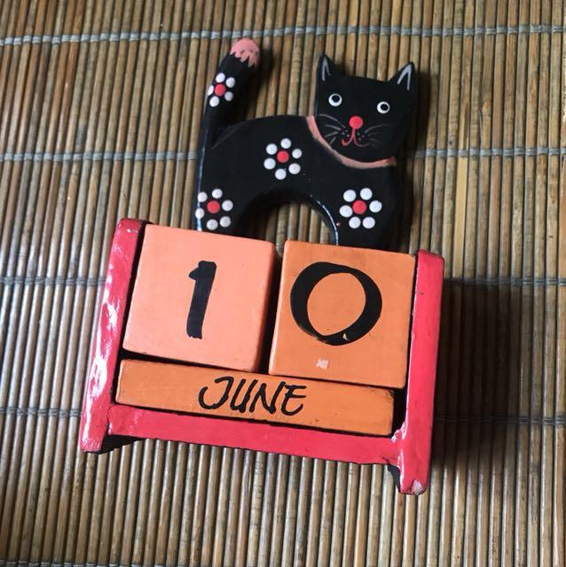 芭黎島貓咪木製日期擺設