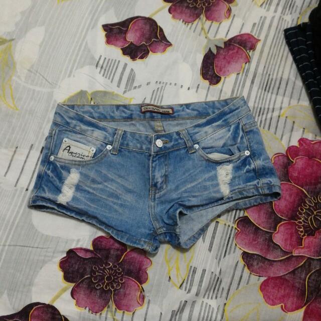 淺藍牛仔熱褲