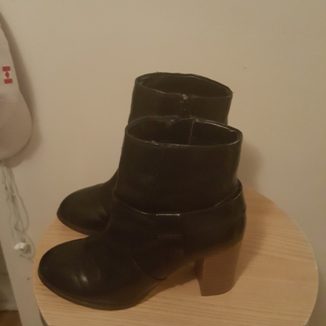 Black heel boots size 8