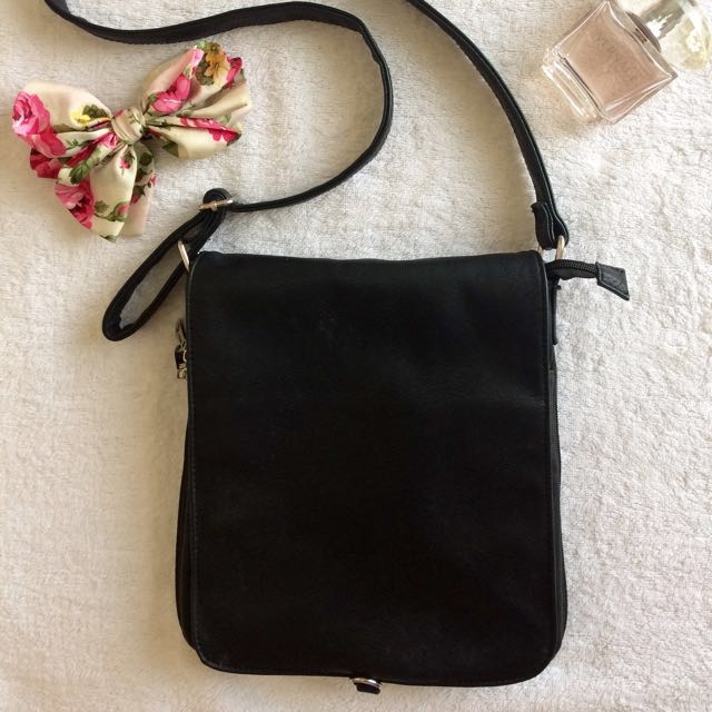 Black Sling/Crossbody Bag